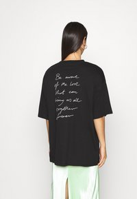 Monki - CISSI TEE - Print T-shirt - black - 2