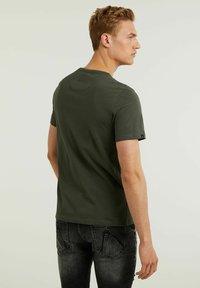 CHASIN' - BRETT - Basic T-shirt - green - 1