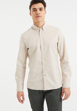 SLIM FIT - Camisa - beige