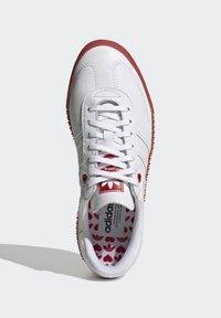 adidas Originals - SAMBAROSE - Joggesko - footwear white/scarlet/core black - 1