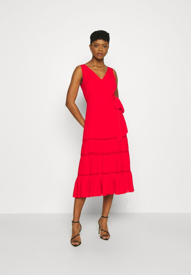 GEORGIA TIERED MIDI DRESS - Maxikjoler - cherry tomatoes