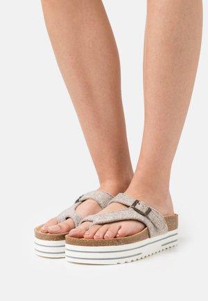 MARINELLA - Sandály s odděleným palcem - beige