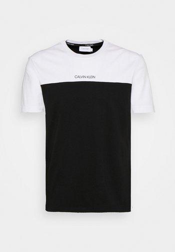 COLOR BLOCK - T-shirt med print - white