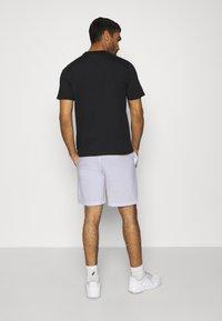 sergio tacchini - CHECK - Sports shorts - white/navy - 2