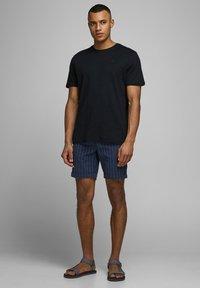 Jack & Jones - JJILINEN JJCHINO - Shorts - dark blue - 1
