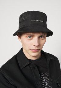 Emporio Armani - CLOCHE HAT UNISEX - Klobouk - black - 0