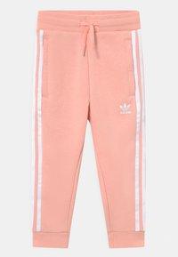 adidas Originals - CREW SET UNISEX - Verryttelypuku - haze coral/white - 2