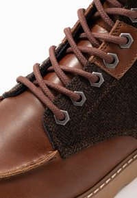 HKT by Hackett - WORK BOOT - Lace-up ankle boots - brown - 5