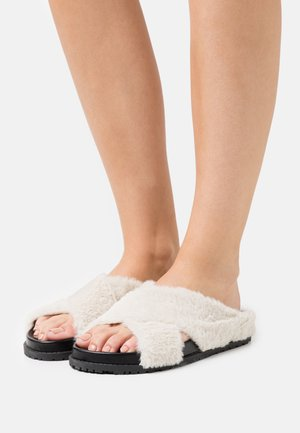 HOME HUBBING  - Slippers - black/beige