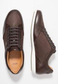 BOSS - PRIMACY - Sneakersy niskie - dark brown - 1