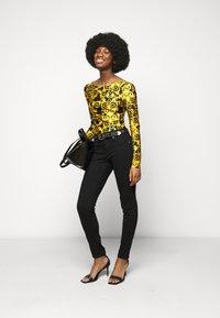 Versace Jeans Couture - LADY BUSTIER - Top sdlouhým rukávem - black - 1