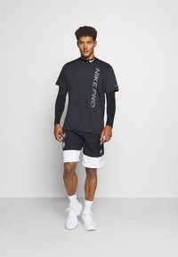 Nike Performance - BURNOUT - Camiseta estampada - black/smoke grey - 1