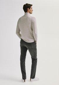 Massimo Dutti - ENTBASTETE  - Trousers - grey - 2