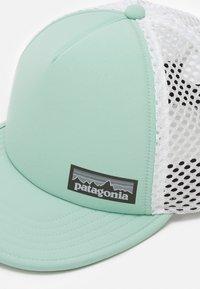 Patagonia - DUCKBILL TRUCKER HAT UNISEX - Keps - gypsum green - 3