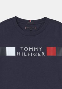Tommy Hilfiger - GLOBAL STRIPE - Print T-shirt - blue
