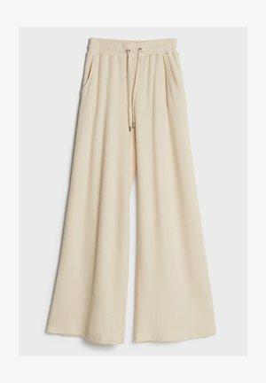 MIT WEITEM BEIN UND KORDEL - Trousers - beige