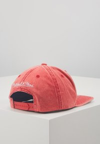 Mitchell & Ness - NBA CHICAGO BULLS SNOW WASHED NATURAL SNAPBACK - Keps - red - 3