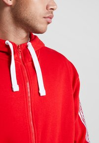 Umbro - TAPED ZIP THRU HOODIE - Zip-up hoodie - goji berry - 7