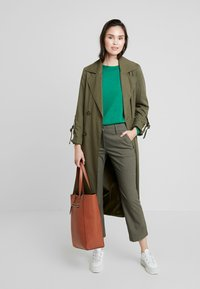 Fiveunits - CLARA CROPPED - Broek - army theory - 1