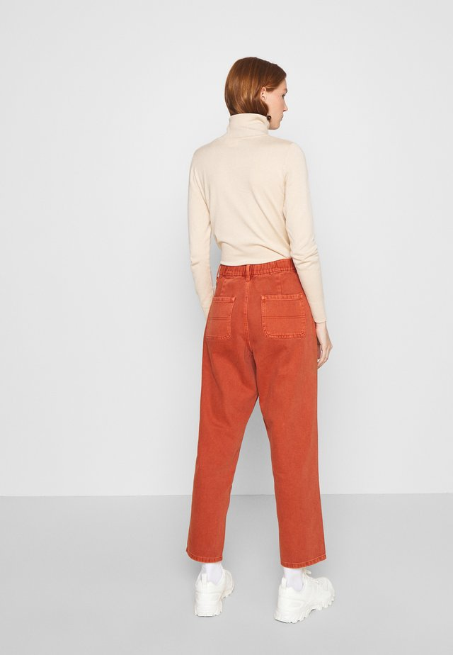 MILNA PANT - Jeans relaxed fit - metallic red