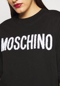MOSCHINO - DRESS - Žerzejové šaty - black - 6