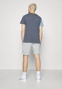 CLOSURE London - SPLICED TEE - Jednoduché triko - slate - 2
