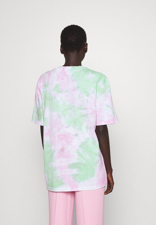 PRISHA - T-shirts med print - sorbet