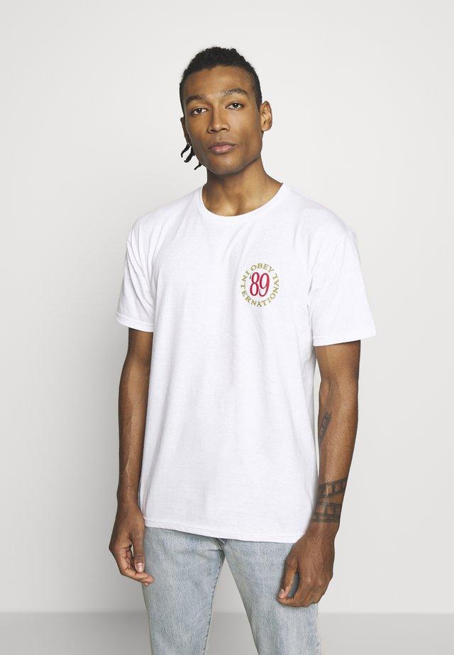 INTERNATIONAL - T-shirt z nadrukiem - white