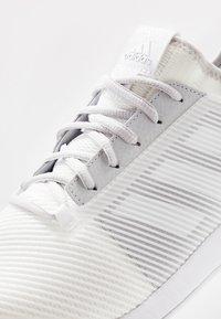 adidas Performance - DEFIANT BOUNCE 2 - Tenisové boty na všechny povrchy - footwear white/light solid grey - 5