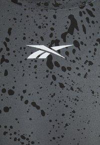 Reebok - TEE - Camiseta estampada - cold grey - 2