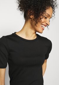 GAP - Basic T-shirt - true black - 3