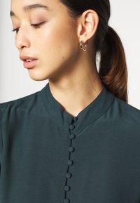 Vero Moda - JAPANISCHER - Button-down blouse - ponderosa pine - 4