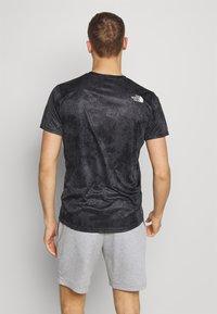 The North Face - MENS REAXION EASY TEE - T-shirt imprimé - asphalt grey grunge - 2