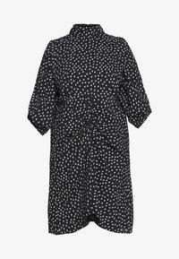 HIGH NECK RUCHED DETAIL SPOT DRESS - Hverdagskjoler - mono