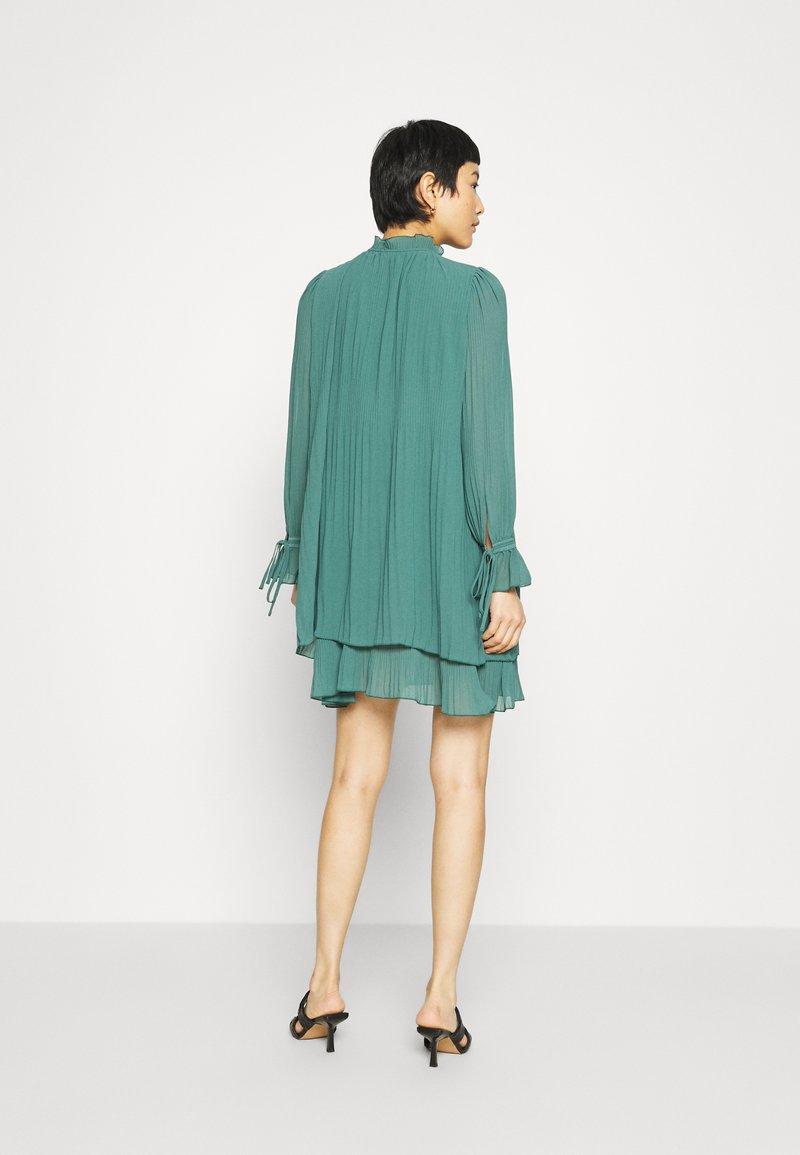 mbyM MELINNA - Cocktailkleid/festliches Kleid - mallard green/dunkelgrün LsIrxe