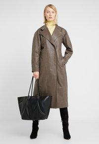Steffen Schraut - KATE - Shopping bags - black - 1