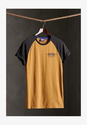 SPEEDWAY RAGLAN - T-shirt print - dark sulphur yellow marl