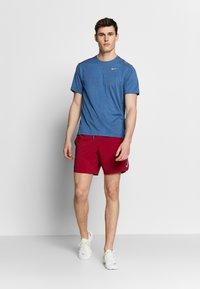 Nike Performance - M NK DRY MILER SS JACQUARD FF - Camiseta estampada - smoke grey/pacific blue - 1