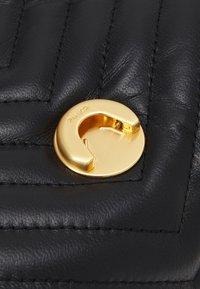 Pinko - LOVE CLASSIC CHEVRONNE - Handbag - black - 5