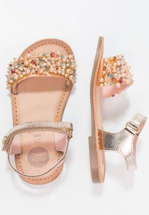 Sandaalit nilkkaremmillä - oro
