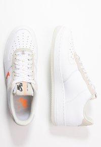 Nike Sportswear - AIR FORCE 1 '07 LV8 - Sneakers laag - white/total orange/summit white/black - 1