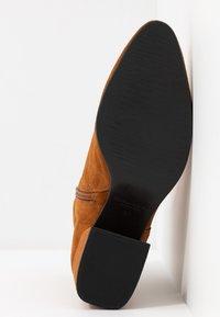 Vagabond - OLIVIA - Classic ankle boots - caramel - 6