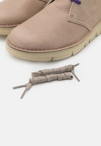Clarks Originals - DESERT  2.0 - Chaussures à lacets - sand - 5