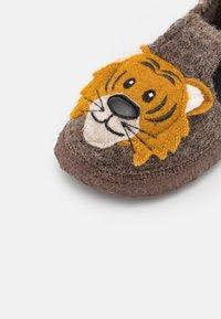 Nanga - ROAR TIGER - Slippers - braun - 5