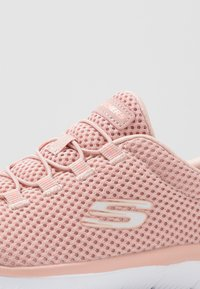 Skechers Sport - SUMMITS - Zapatillas - rose/white - 5