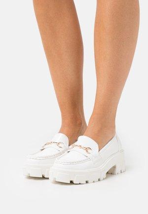 CARVER - Escarpins à plateforme - white