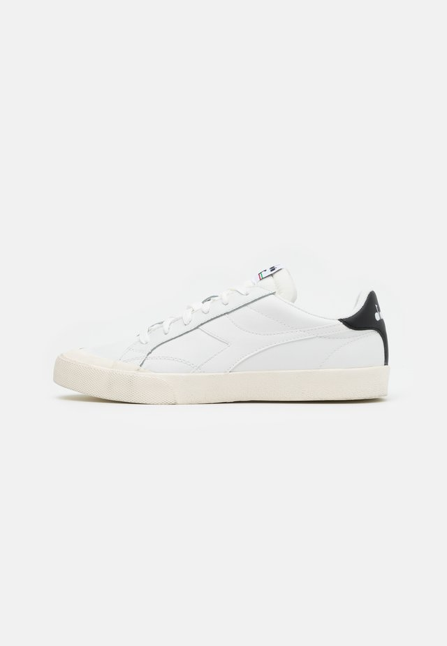 MELODY DIRTY - Sneakers basse - white/black