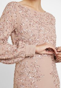 Maya Deluxe - FLORAL EMBELLISHED MAXI DRESS WITH BISHOP SLEEVES - Galajurk - pale mauve - 5