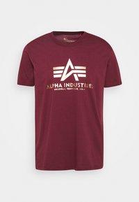 BASIC PRINT - Print T-shirt - burgundy/yellowgold