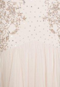 Maya Deluxe - WATERFALL SLEEVE EMBELLISHED DRESS - Vestido de fiesta - pearl pink - 2